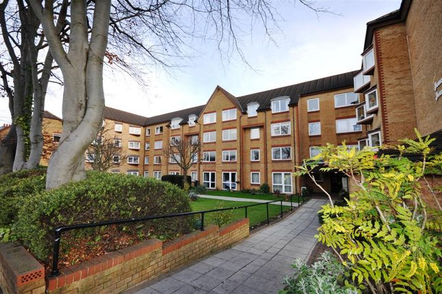 Thumbnail Flat to rent in Homemanor House, Cassio Road, Watford, Hertfordshire