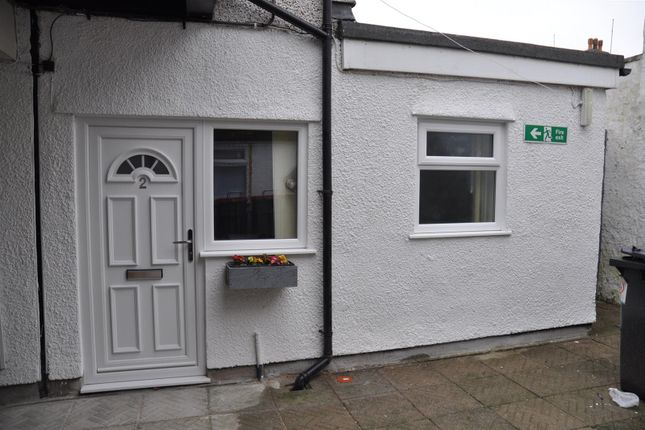 Thumbnail Flat to rent in London Road, Holyhead
