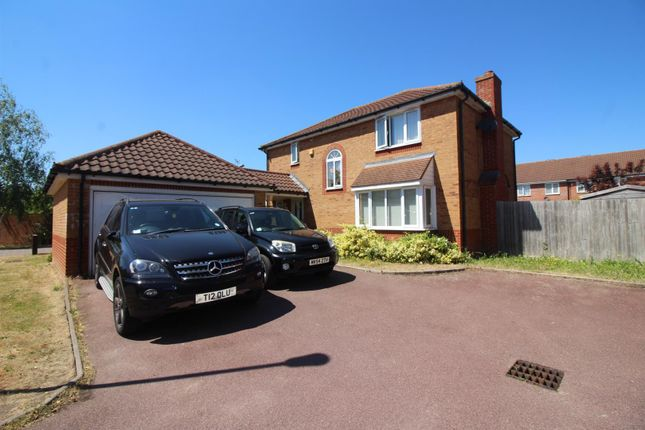 Thumbnail Detached house for sale in Flandrian Close, Enfield