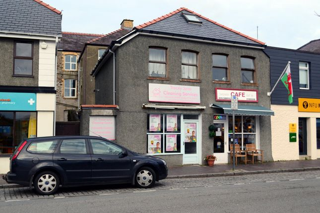 Thumbnail Restaurant/cafe for sale in Café, Shop & Flat, Y Maes, Pwllheli, Pen Llyn, North West Wales