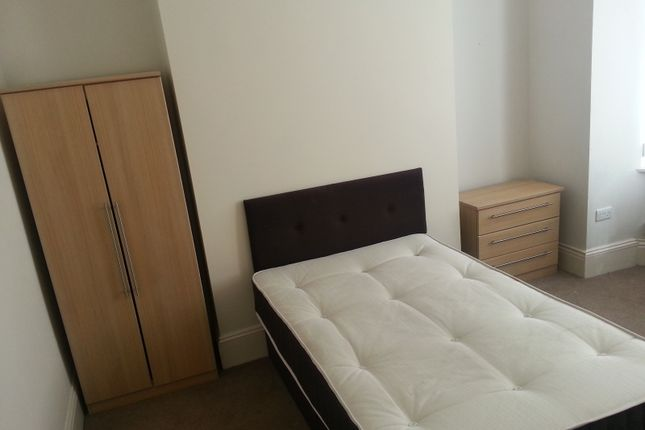 Thumbnail Shared accommodation to rent in Weaste Lane, Salford, Greater Manchester