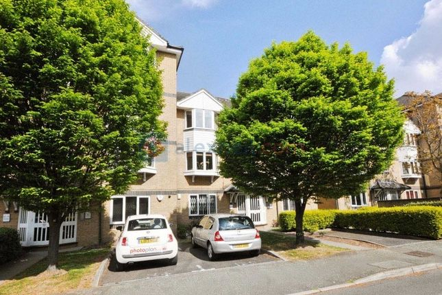 2 bed flat to rent in Rossetti Road, London