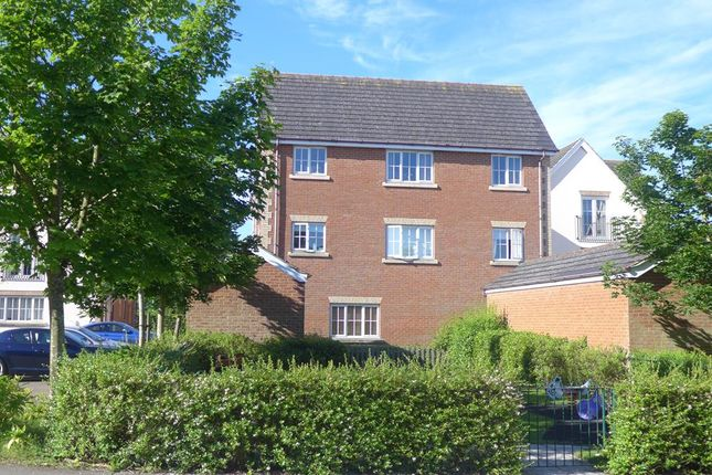 2 bed flat to rent in Virage, London Road HP22
