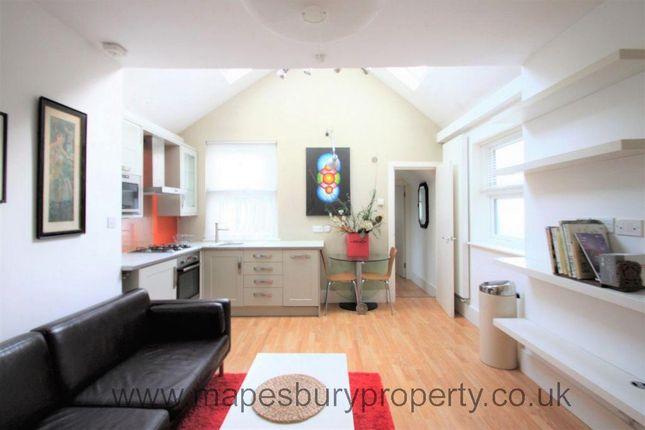 Flat to rent in St Pauls Avenue, Willesden Green