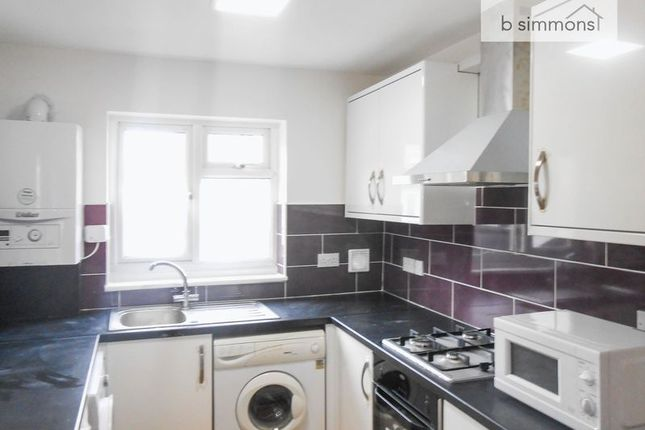 Thumbnail Flat to rent in Meadfield Road, Langley, Slough