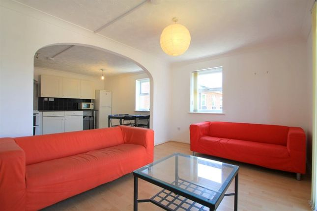 Thumbnail Flat to rent in Craiglee Drive, Cardiff