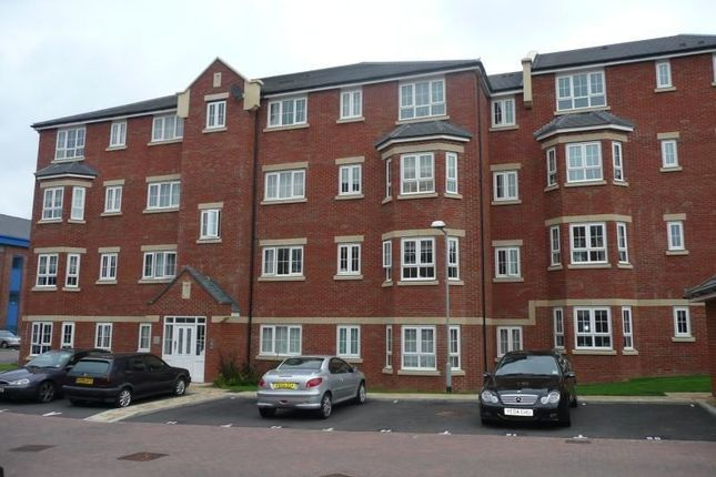 Thumbnail Flat to rent in Watling Gardens, Dunstable