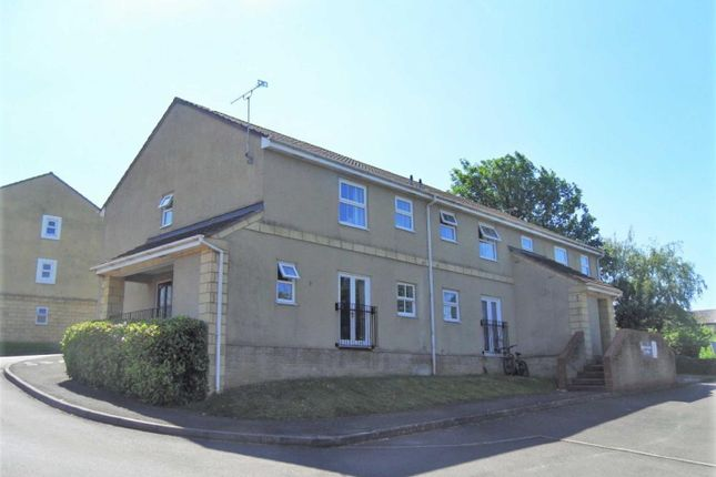 2 bed flat to rent in Queens Square, Chippenham SN15