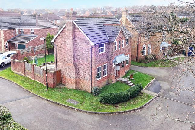 Thumbnail Property for sale in Tanyard Close, Maidenbower, Crawley