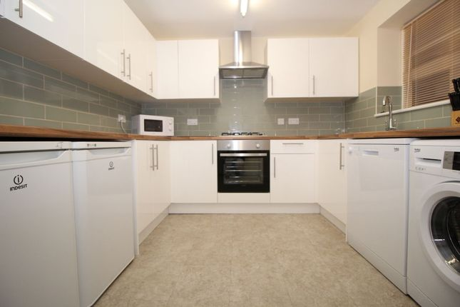 Thumbnail Flat to rent in Halstead Road, Cosham, Portsmouth