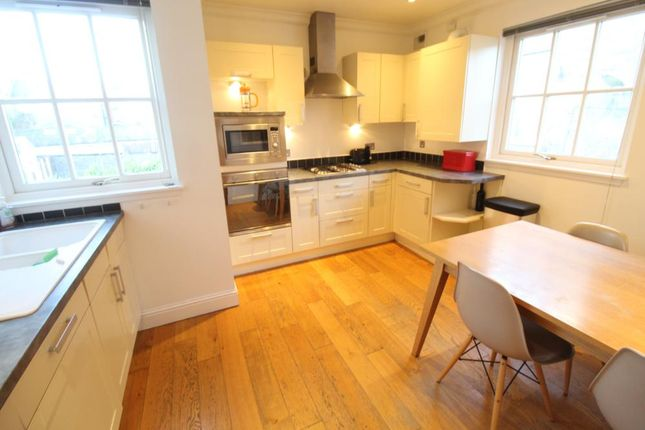 Dining Kitchen − Thomson Street