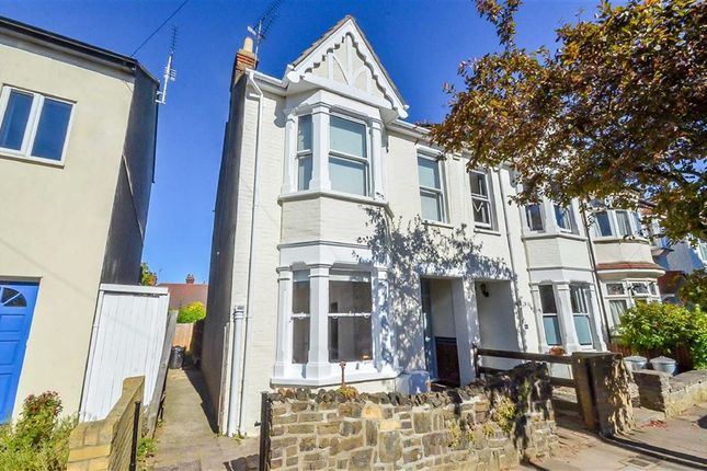 Thumbnail Flat for sale in Lansdowne Avenue, Leigh-On-Sea, Essex