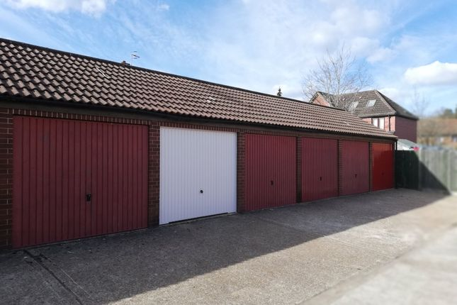 Thumbnail Parking/garage to rent in Broadmead, Horley
