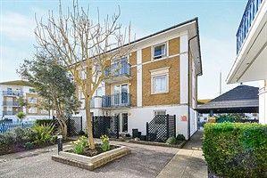 Thumbnail Flat to rent in Hamilton Court, Brighton Marina, Brighton