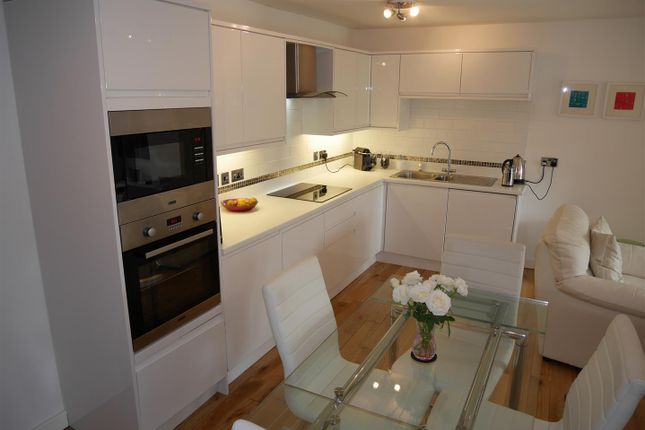 2 bed flat to rent in Quince House, Salford