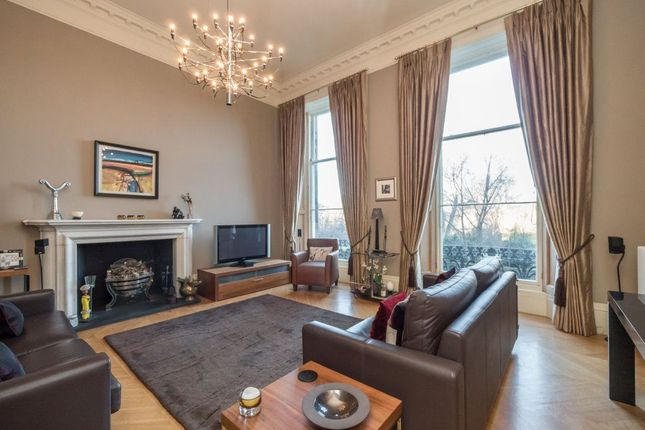 2 bed flat to rent in Moray Place, New Town