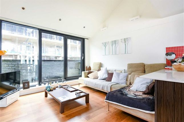 2 bed flat for sale in Westland Place, London