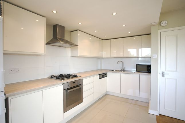 Flat to rent in Parkgate Road, London