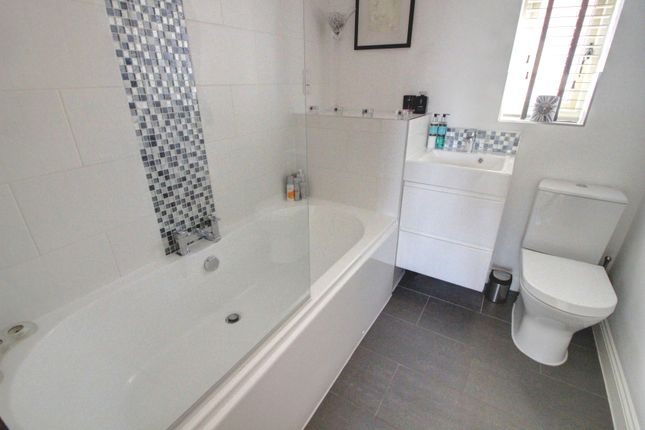 Family Bathroom of Howards Court, Kirby Muxloe, Leicester LE9