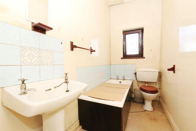 Bathroom of Cranbrook Street, Bradford BD5