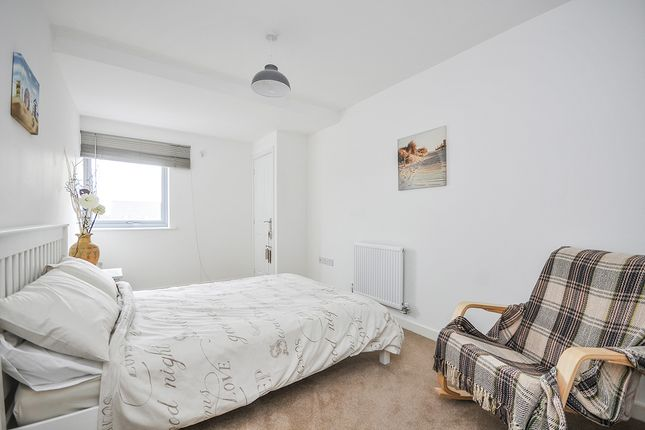 Bedroom of Discovery Drive, Swanley, Kent BR8