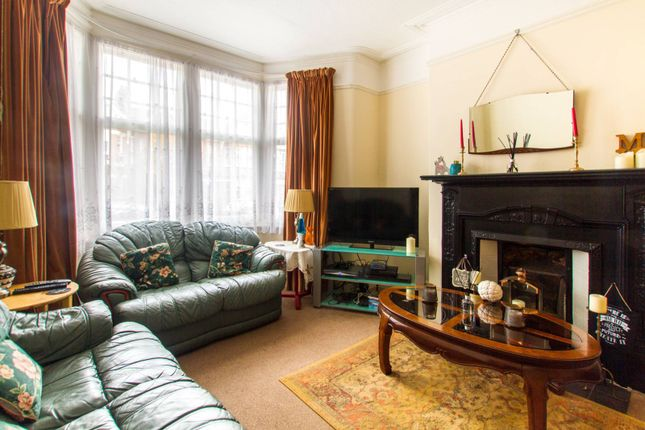 Thumbnail Terraced house for sale in Park Avenue, Palmers Green