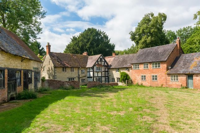 Thumbnail Country house for sale in Walton, Warwick