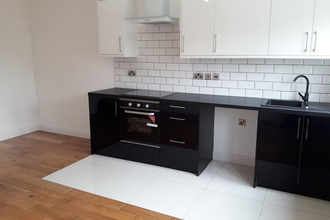2 bed flat to rent in Windmill Place, Southall