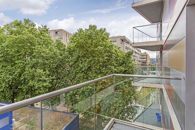 Balcony of Caro Point, Grosvenor Waterside, 5 Gatliff Road, Chelsea, London SW1W