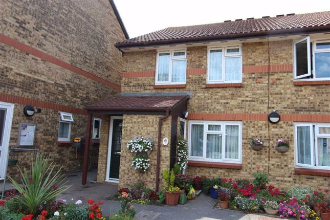 Thumbnail Flat for sale in Riverside Court, North Chingford, London