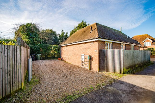 Thumbnail Bungalow for sale in Hazlitts Place, Maidstone, Kent