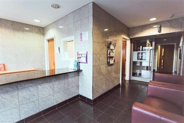 Room to rent in Longside Lane, Bradford