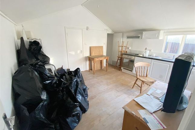 1 bed detached bungalow for sale in Bryony Road, London W12