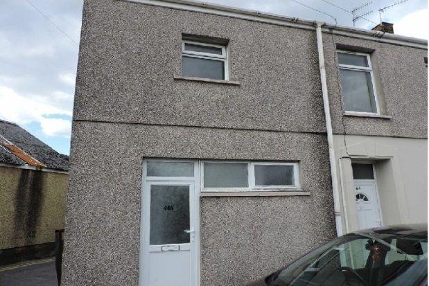 Thumbnail Maisonette to rent in Caersalem Terrace, Llanelli, Carmarthenshire