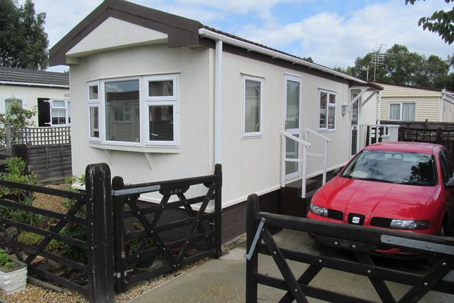 Thumbnail Mobile/park home for sale in Moorgreen Park (Ref: 5680), West End, Southampton, Hampshire, 3Ed