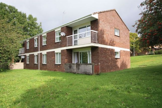 2 bed flat to rent in Sycamore Close, Taunton TA1