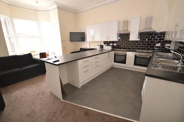 Thumbnail Flat to rent in Bernard Terrace, Edinburgh