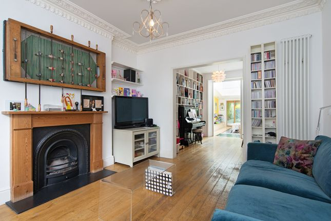 4 bed flat for sale in Falkland Road, London