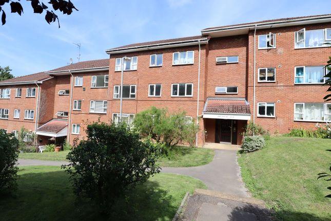 Thumbnail Flat to rent in Hillside Road, Harpenden