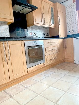 4 bed terraced house to rent in Bencloich Crescent, Glasgow G66