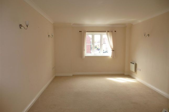 Thumbnail Flat to rent in Shrewsbury Road, Yeovil