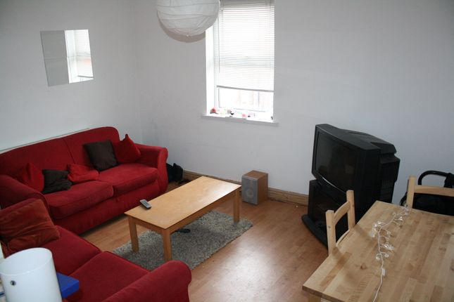 Thumbnail Triplex to rent in Davenport Avenue, Withington