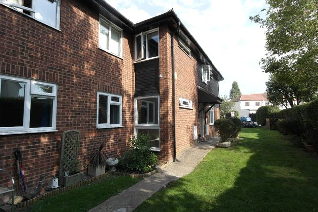 Picture No. 01 of Linley Crescent, Romford RM7