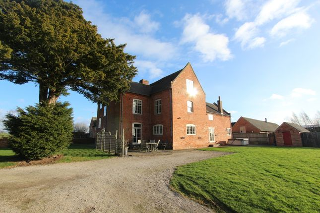 Thumbnail Farmhouse to rent in Portway Lane, Wigginton, Tamworth