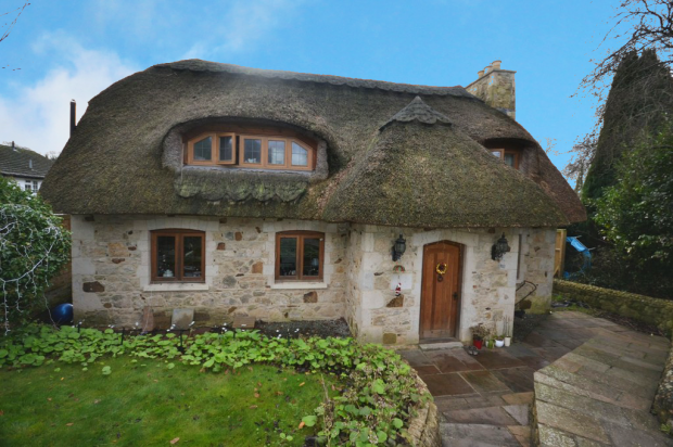 Thumbnail Cottage for sale in Carisbrooke High Street, Newport, Isle Of Wight