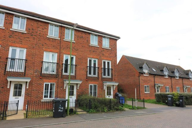 Thumbnail Town house to rent in Tiger Moth Way, Hatfield