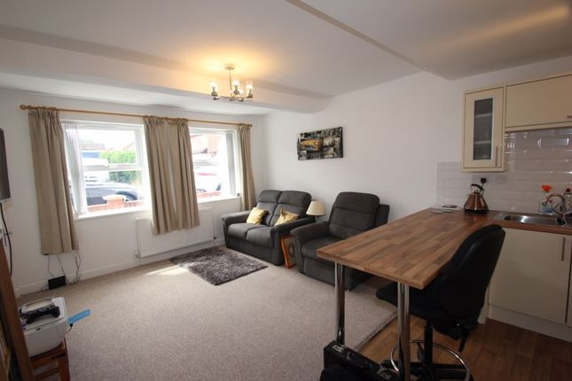 Lounge of New Road, Studley B80