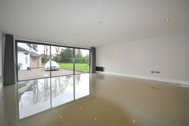 Thumbnail Detached house to rent in Norwood Lane, Iver, Buckinghamshire