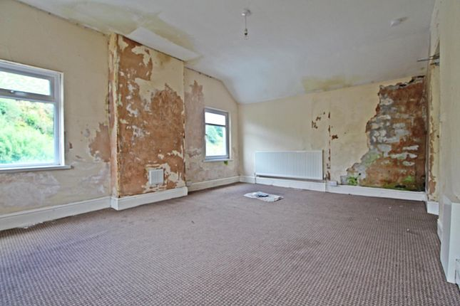 Room 3 (2) of Llewellyn Street, Pontygwaith, Ferndale, Rhondda Cynon Taff CF43