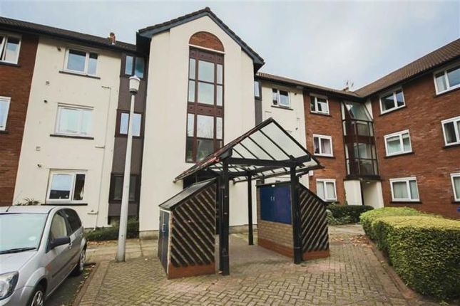 Flat to rent in Canterbury Gardens, Salford